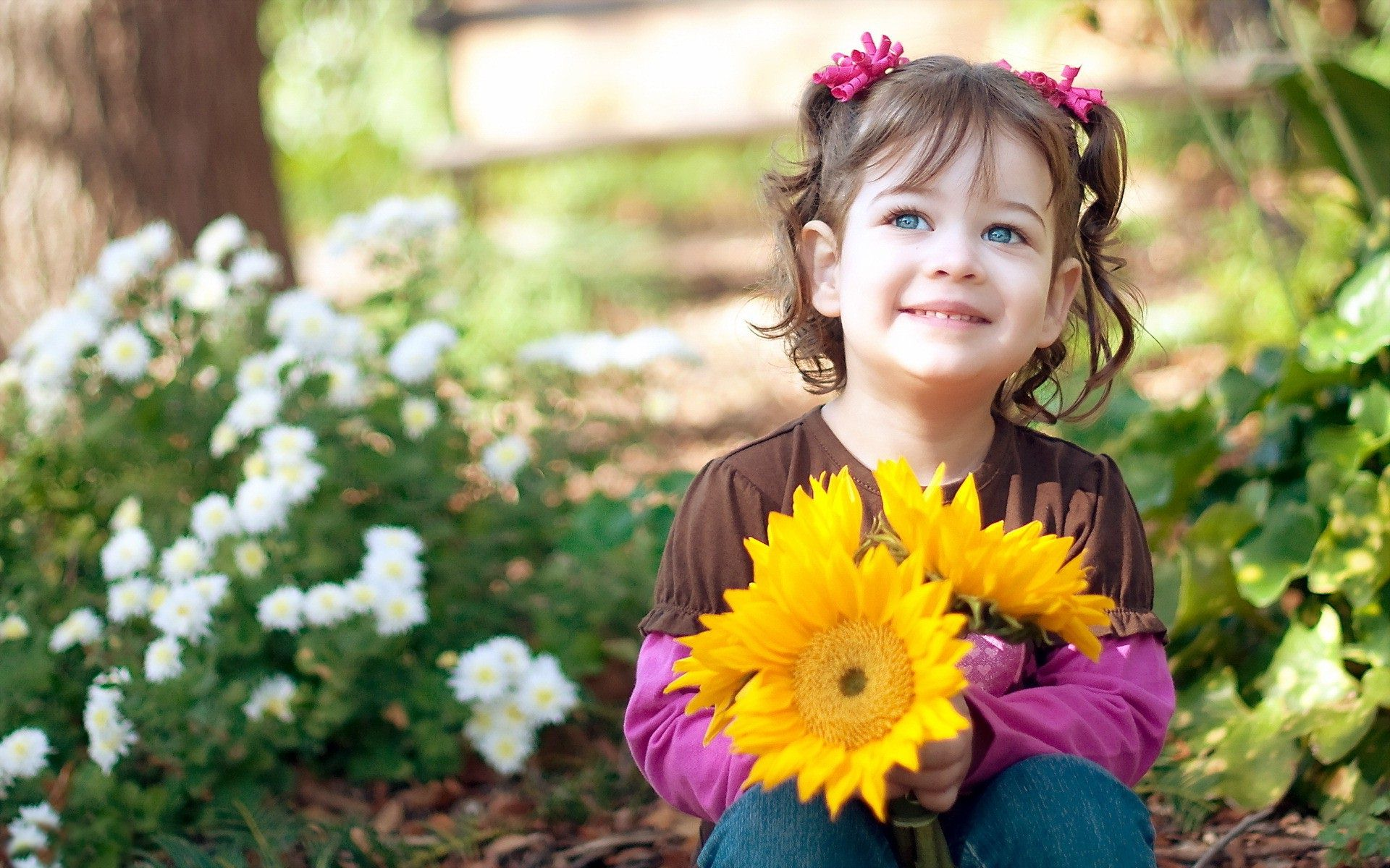 b51549042 Child-Girl-with-Sunflowers-Images - Perspectives Software Solutions
